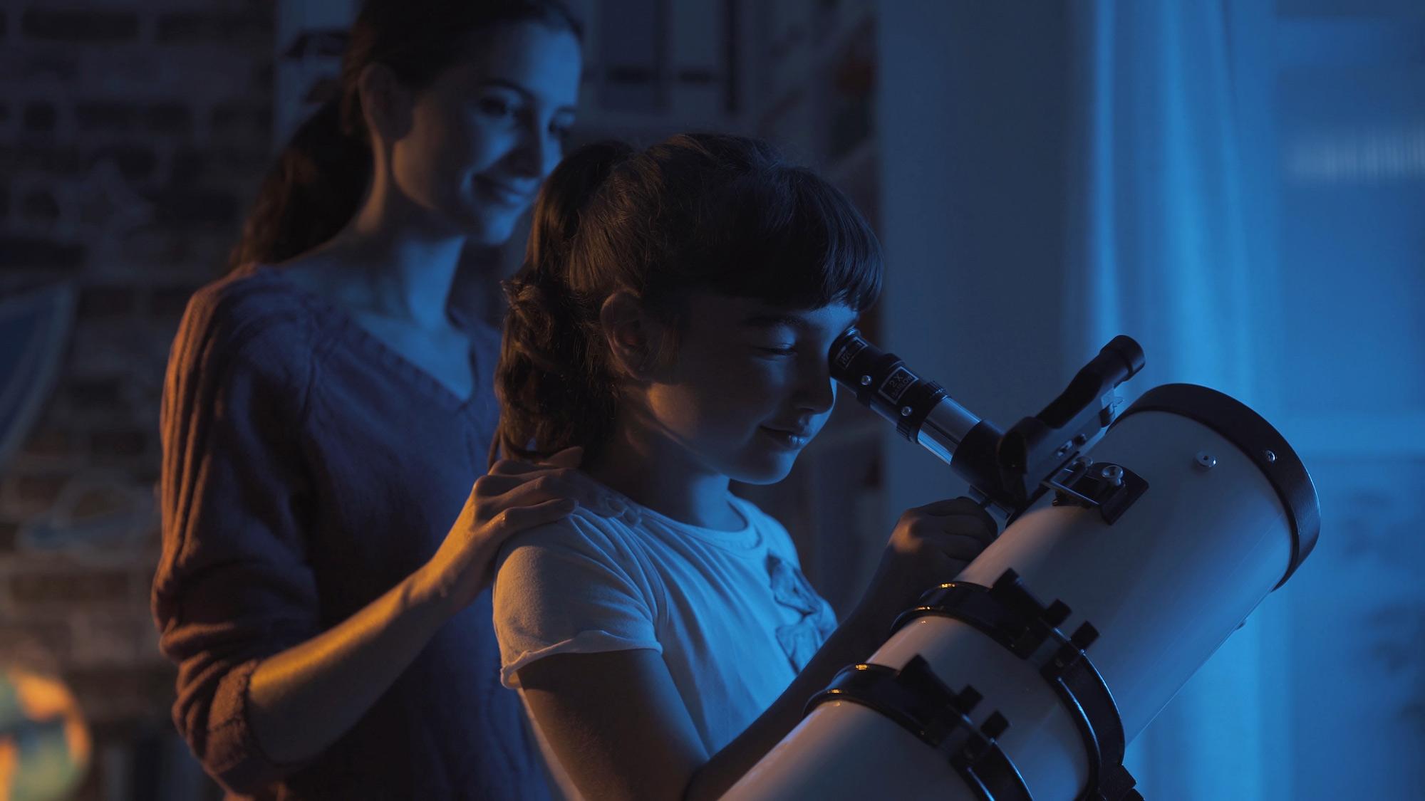 Mutter und Tochter - Sterne beobachten