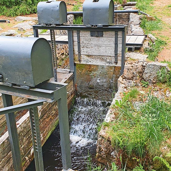 Wasserregal