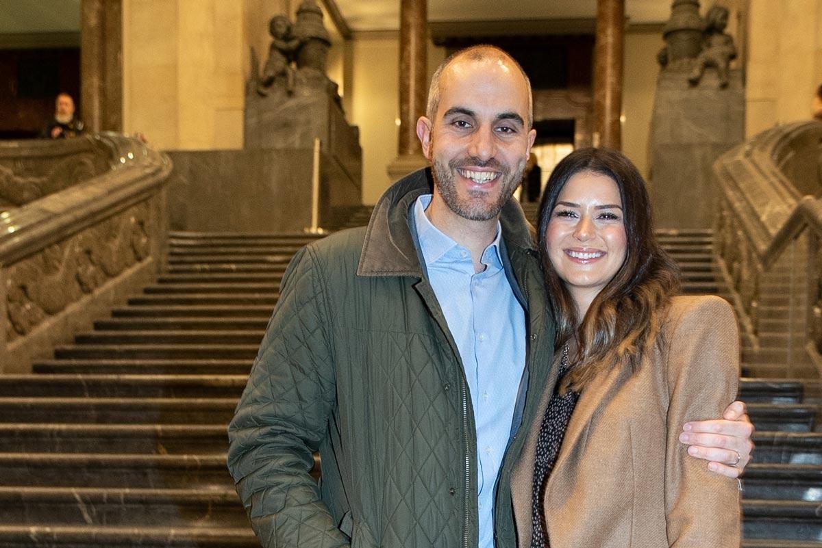 OB Belit Onay mit Ehefrau vor dem Rathaus