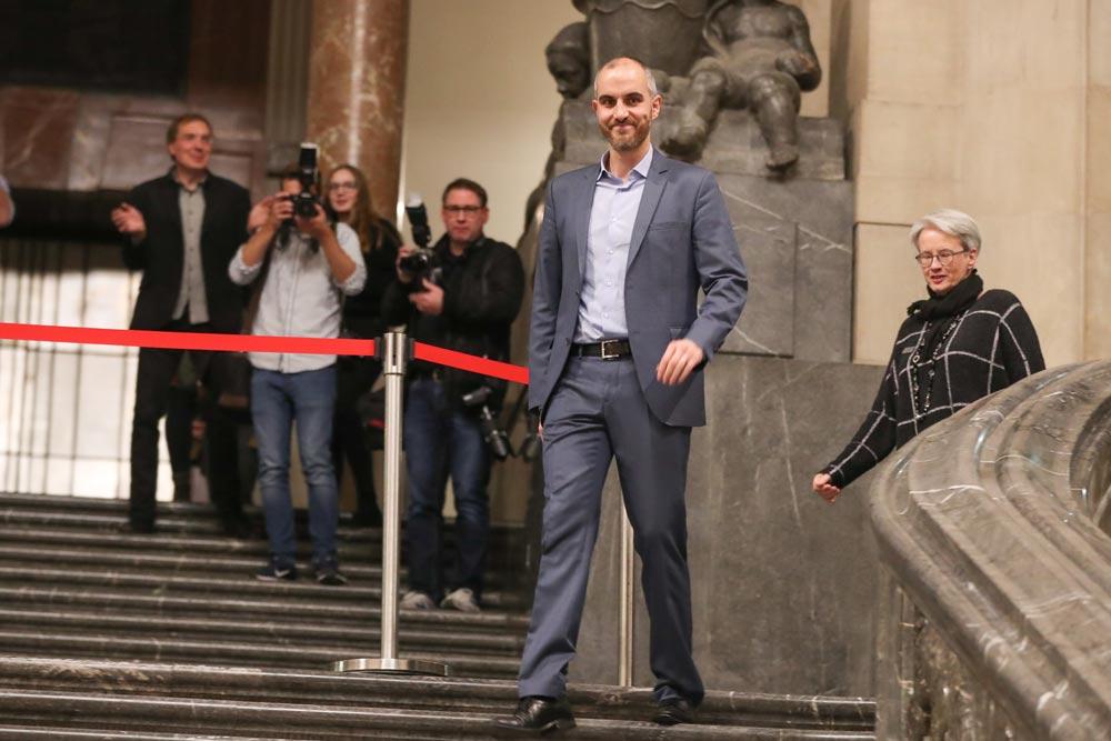 Oberbürgermeister Hannover vor dem Rathaus