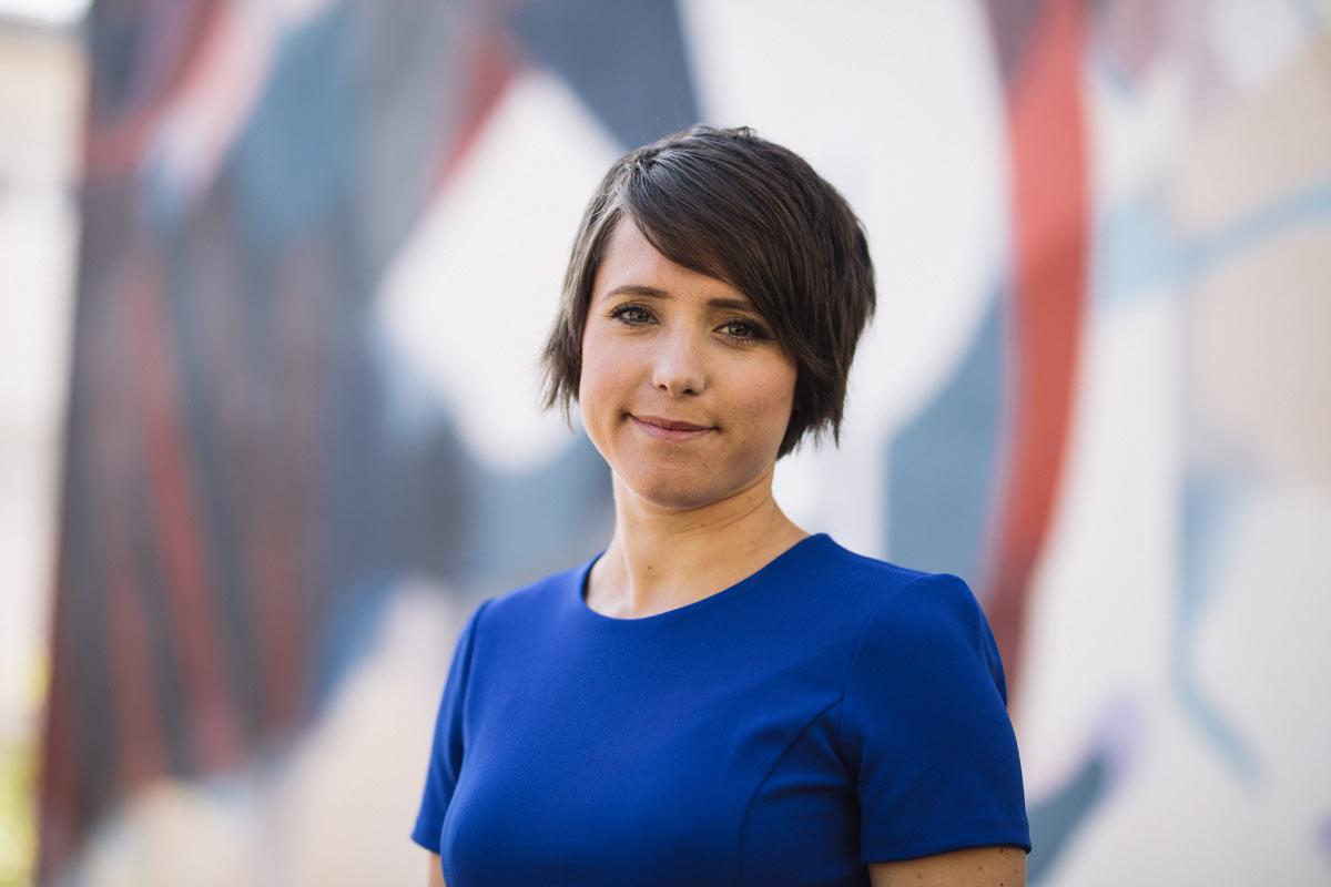 Gina Schöler vom Kunstprojekt MInisterien für Glück und Wohlbefinden