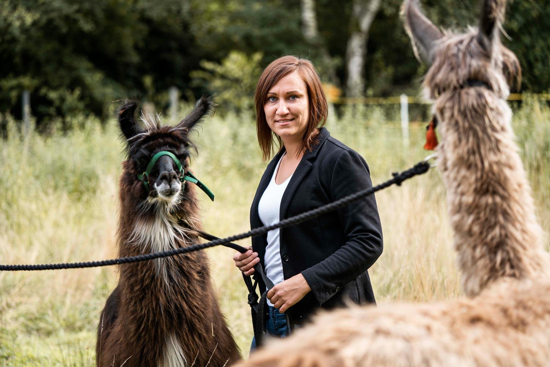 Jennifer Hein mit ihren Lamas