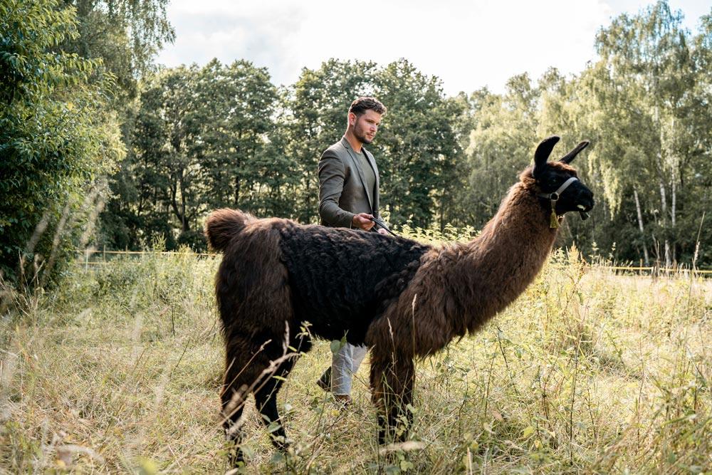 Yanik mit dem Lama Django