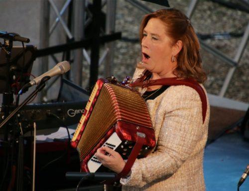 Exklusiv: Kathy Kelly auf Schloss Marienburg