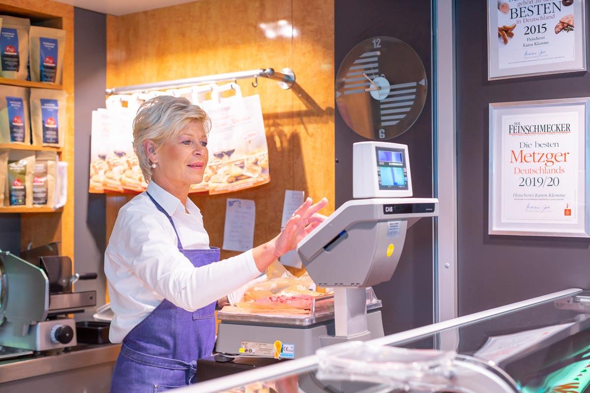 Karen Klemme bei der Arbeit in der Markthalle Hannover