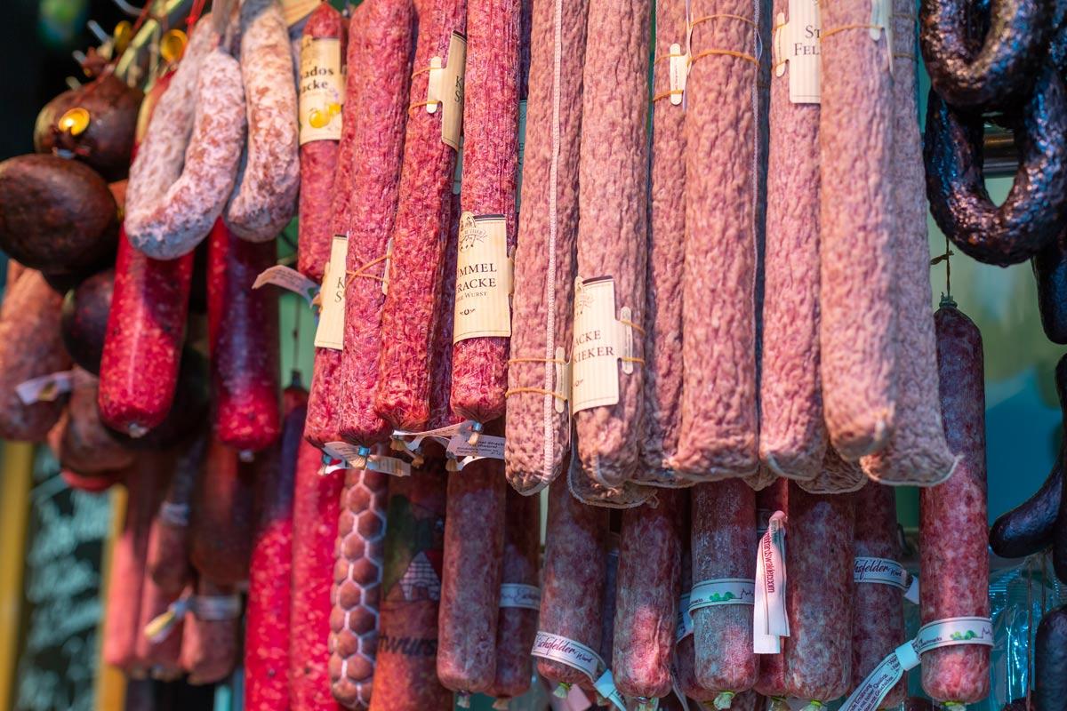 Wurstwaren bei Fleischere Eilers in der Markthalle