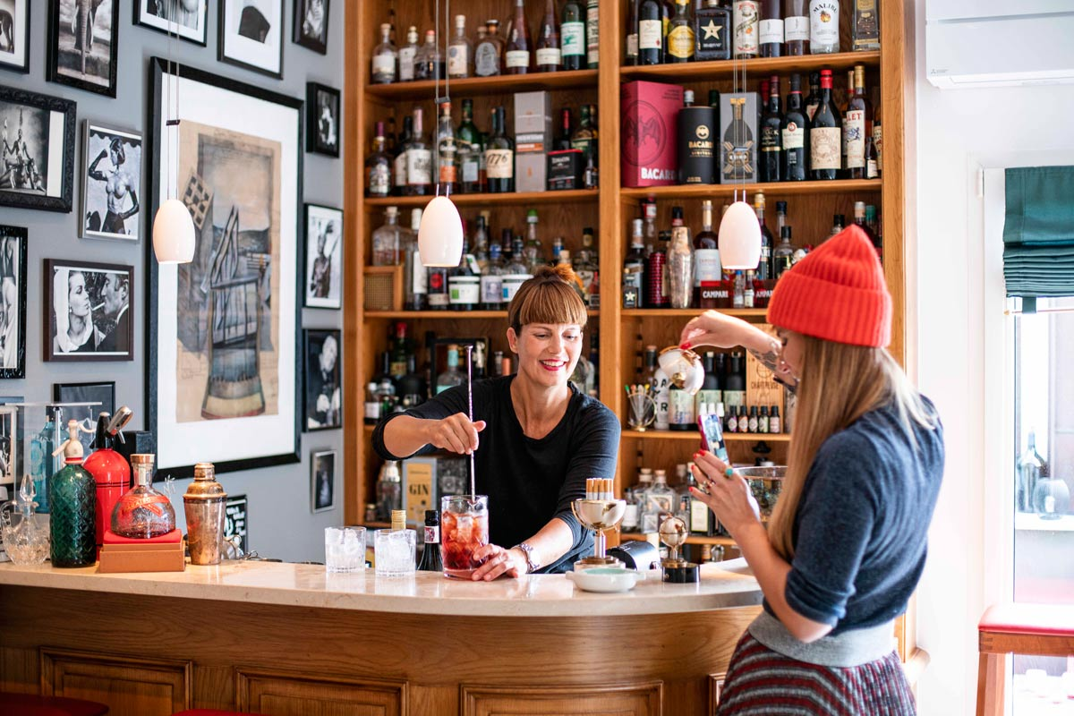 Maren Meyer und Luisa Verfürth beim Gin Tasting