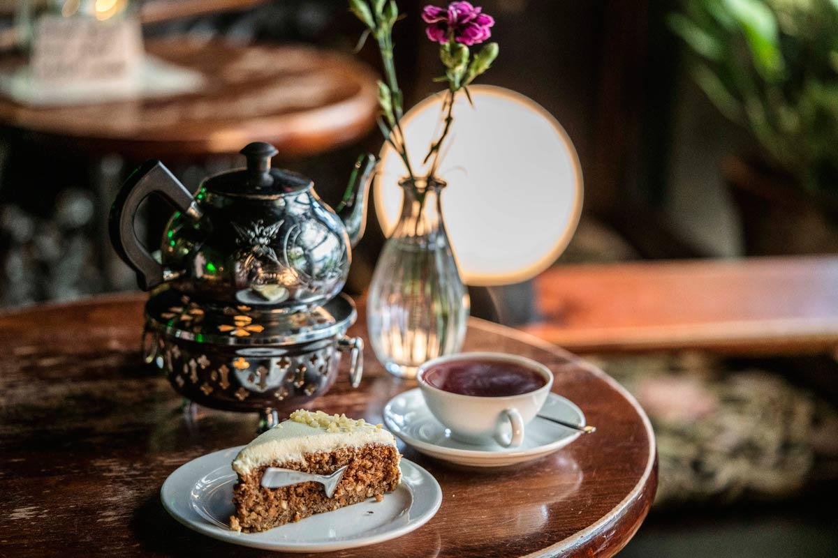 Teegedeck im Teestübchen
