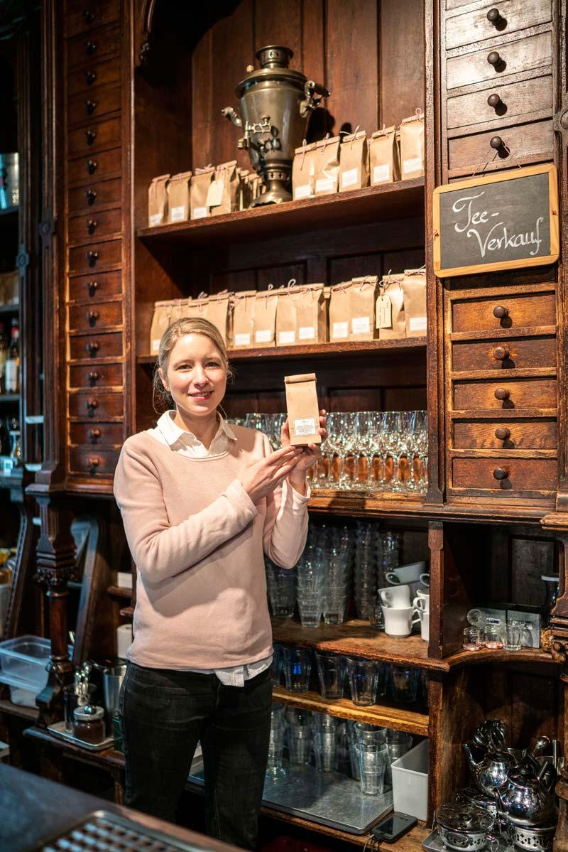 Josephine Bohnecke im Teestübchen