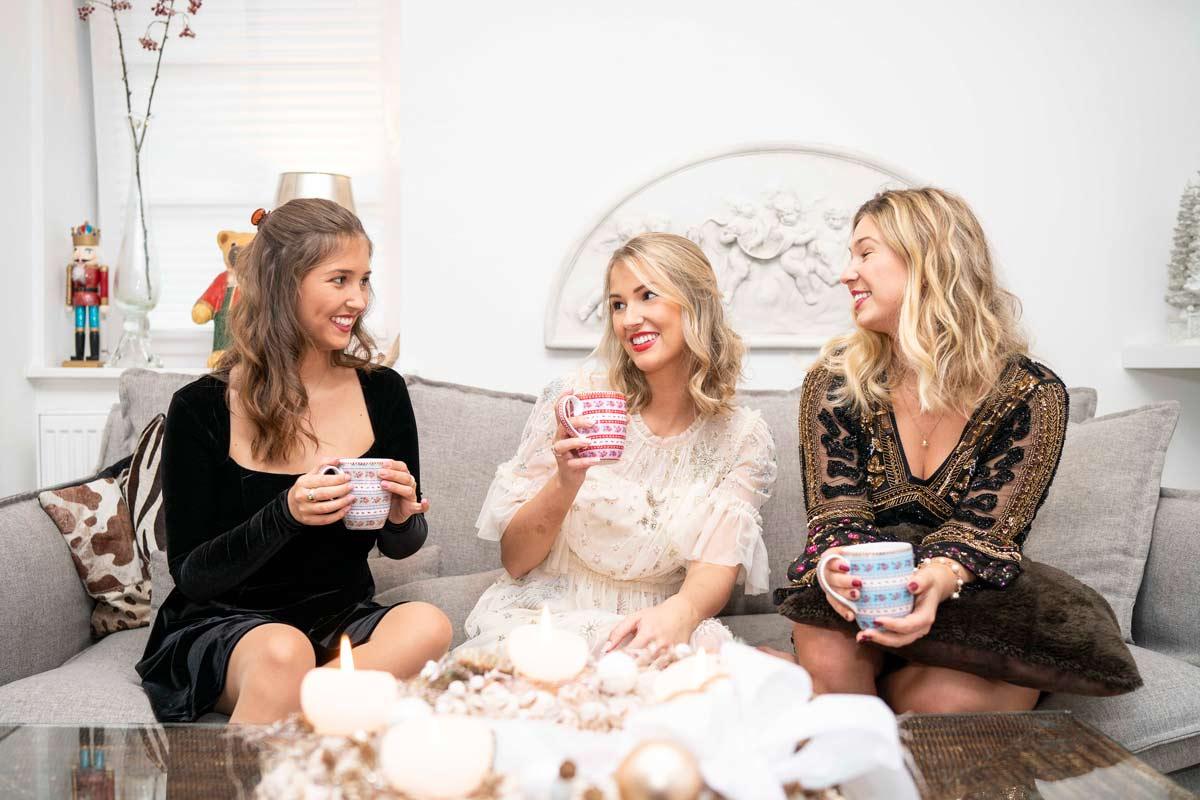Die Schwestern Koenemann an Weihnachten