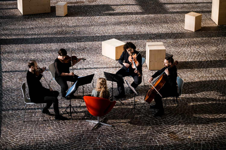 Notfallkonzerte vom Treppenhausorchester des Sprengel Museums Hannover