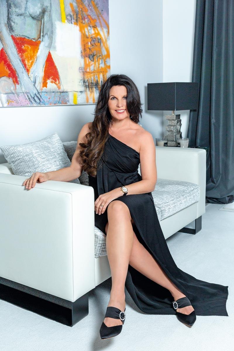 Sandra Simchen im Abendkleid