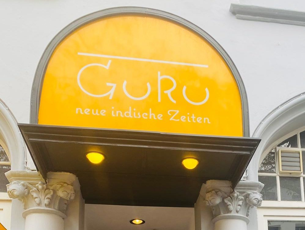 Besitzer Gurcharn Dass vor seinem indischen Restaurant in Hannover