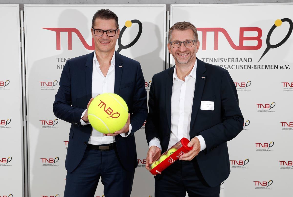 Raik Packeiser mit Präsident und GEschäftsführer des TNB, Michael Wenkel