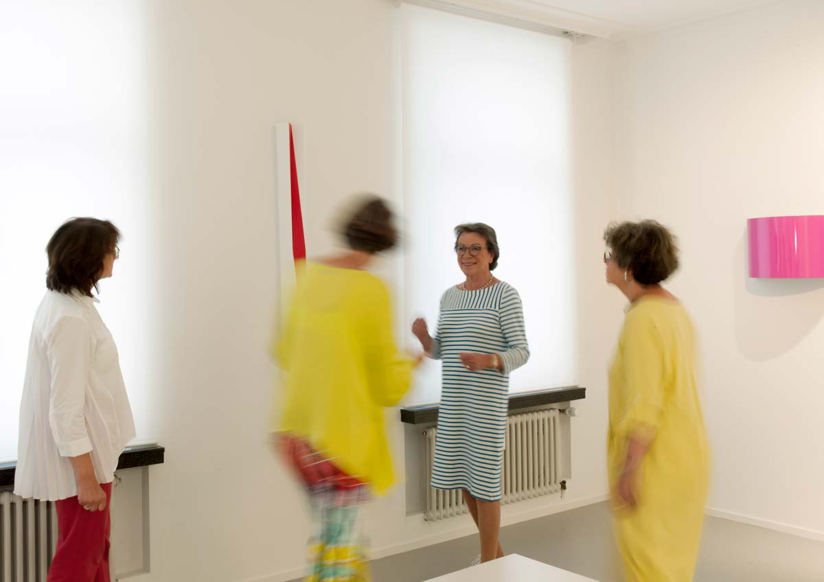 Besucher im Kunstraum Friesenstraße